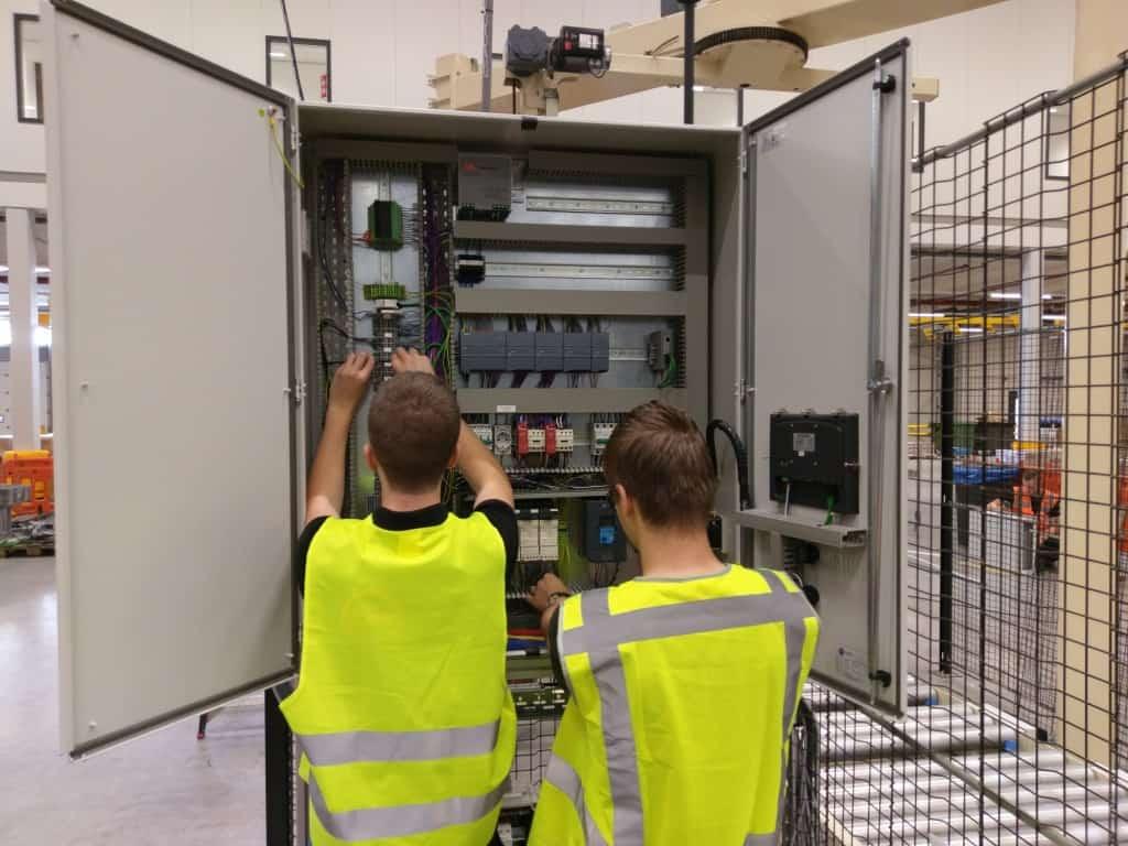 elektrische installatie aansluiten besturingskast elektrisch service en onderhoud